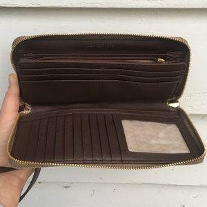 b9f010dcd08e Michael Kors Bags - MICHAEL KORS Jet Set Continental Wallet Wristlet